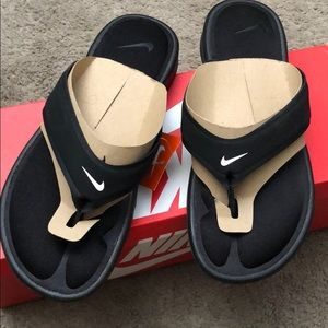 Women's Nike sandals! Size 7, new.
